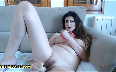 Brown-haired cougar wants to rail your prick