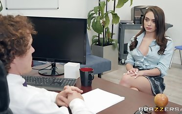Ashly Anderson adores having good sexual connection apropos say no to horny Mr Big brass far the office