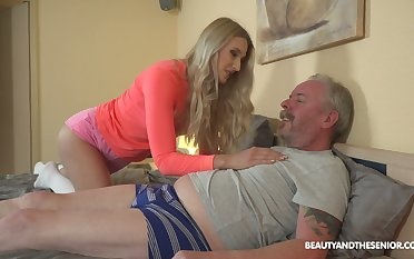 Young blond nympho Diane Chrystall is frenetic old wrinkled dick be advisable for her new darling