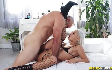 Hunk shows this perfect blonde mind mucky porn pleasures