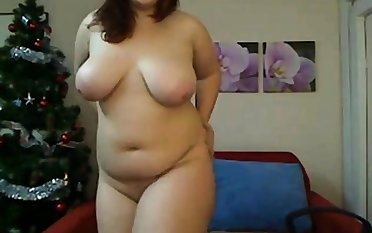 Young big Romanian girl gets naked on cam