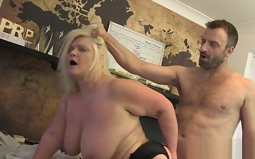 Chubby mammy with big tits analized