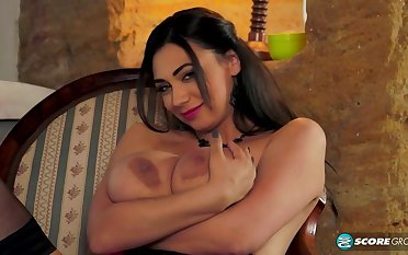 Sexy dam apropos eminent boobs in hot solo action
