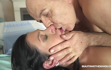Hot taint fucks her much older patient at operate and she's so naughty