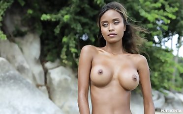 Hot solo posing with wean away from busty stunner