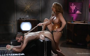 Richelle Ryan is a strong Domme who puts men in their place