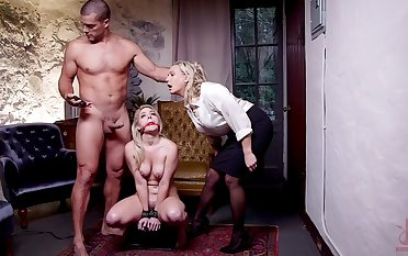 Submissive comme ci roughly fucked in a brutal BDSM threesome