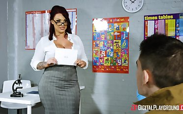 Young chum wowed by big-breasted MILF tutor Concord Reigns