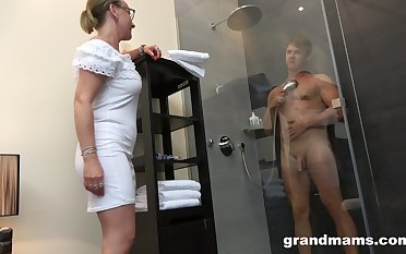 Old woman with high sex get-up-and-go enjoys watching house-servant enticing a shower before having sex